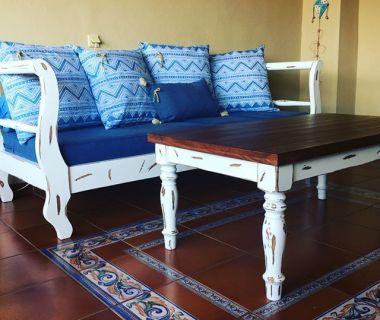 Τραπέζι και καναπές για εξωτερικό χώρο απο μασίφ ξύλο