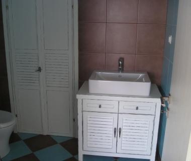 Επιπλο μπάνιου σταθερό
