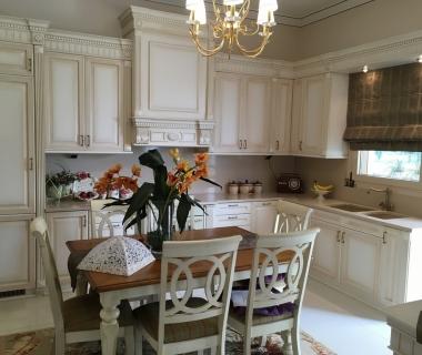 Κουζίνα λάκα πατίνα με σκαλίσματα