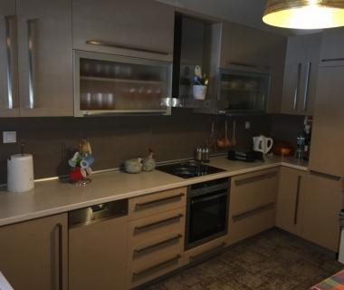 Κουζίνα τεχνητός δρυς ακρυλική βαφή με αποροφητήρα inox