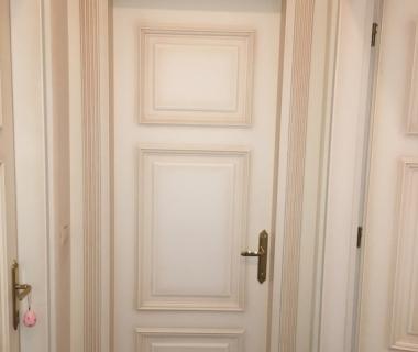 Πόρτες εσωτερικού χώρου λάκα πατίνα με σκαλιστά στοιχεία